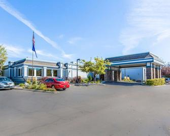 Quality Inn Homestead Park - Billings - Building