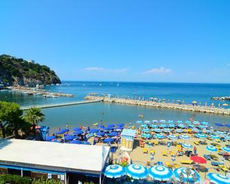Hotel Terme Marina - Lacco Ameno - Building