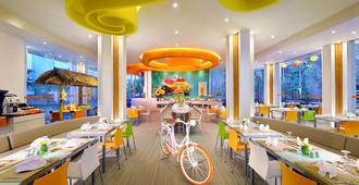 Harris Hotel & Residences Sunset Road - Kuta - Restaurant