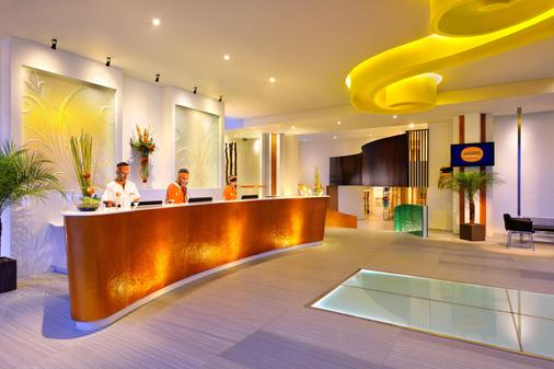 Harris Hotel & Residences Sunset Road - Kuta - Front desk
