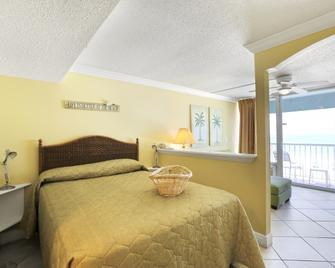 Barefoot Beach Club - Madeira Beach - Bedroom