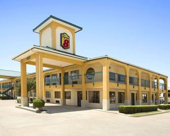 Super 8 by Wyndham Grand Prairie Southwest - Grand Prairie - Building