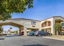 Econo Lodge - Castro Valley - Building