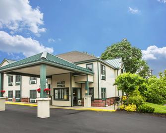 Quality Inn Glen Falls-Queensbury - Glens Falls - Gebouw