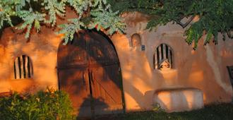 Old Taos Guesthouse B&B - Taos - Outdoors view