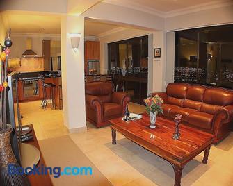 Keret Accommodation - Bellville - Living room
