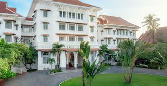 Raffles Hotel Le Royal - Nom Pen - Edificio