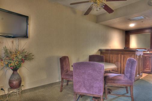 MCM Elegante Suites Abilene - Abilene - Dining room