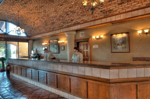 MCM Elegante Suites Abilene - Abilene - Front desk