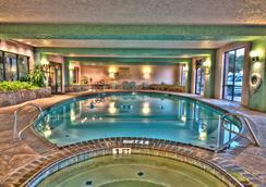 MCM Elegante Suites Abilene - Abilene - Pool