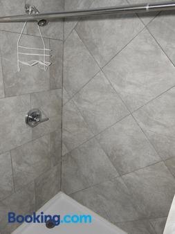 Mayo Inn - Roswell - Bathroom