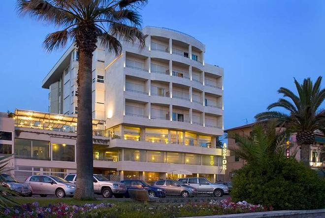 Sina Astor - Viareggio - Building