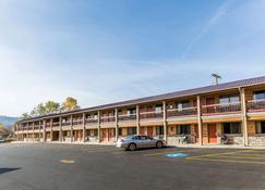 Econo Lodge Inn & Suites - Kalispell - Building
