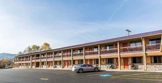 Econo Lodge Inn & Suites - Kalispell