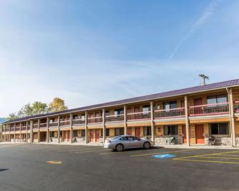 Econo Lodge Inn & Suites - Kalispell - Gebäude