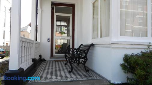 Colbourn Bed And Breakfast - Colwyn Bay - Building