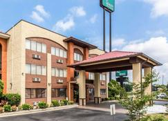 Quality Inn & Suites Southlake - Morrow - Building