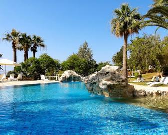 Latchi Family Resort - Polis Chrysochous - Zwembad
