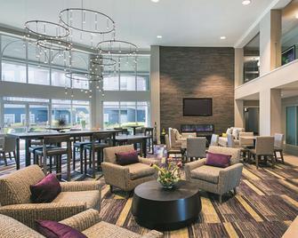 La Quinta Inn & Suites by Wyndham Austin Near The Domain - Austin - Sala de estar