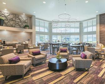 La Quinta Inn & Suites by Wyndham Austin Near The Domain - Austin - Lounge