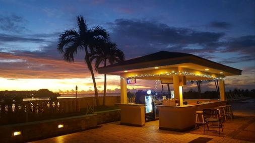 Holiday Resort & Spa Guam - Tamuning - Bar