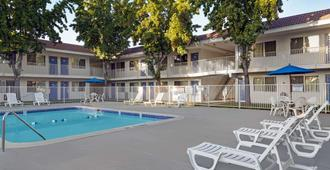 Motel 6 San Jose South - San Jose - Piscina