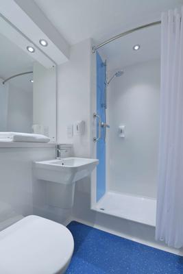 Travelodge Derby Pride Park - Derby - Bathroom
