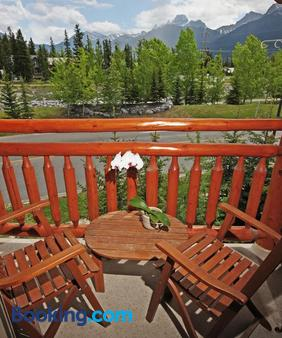 A Bear And Bison Inn - Canmore - Balcony