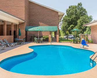 Days Inn Lexington - Lexington - Pool