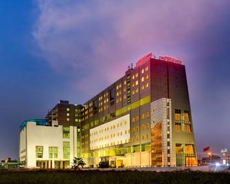 Pride Plaza Hotel, Kolkata - Kolkata - Building
