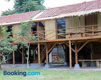 Ronia Mountain Villa Lembang - Lembang - Building