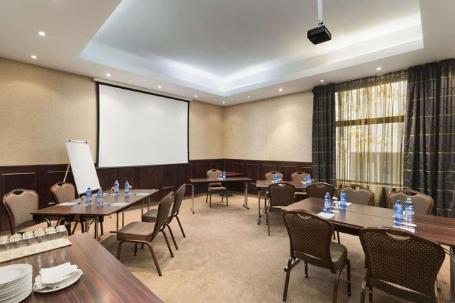 Ramada Hotel & Suites by Wyndham Bucharest North - Bucharest - Restaurant