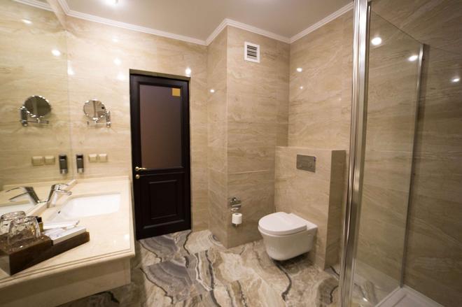 Best Western Plus Astana - Nur-Sultan - Bathroom
