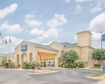 Baymont by Wyndham Pearsall - Pearsall - Building
