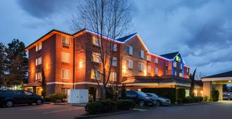Holiday Inn Express Hotel & Suites Portland-Jantzen Beach, An IHG Hotel - פורטלנד - בניין
