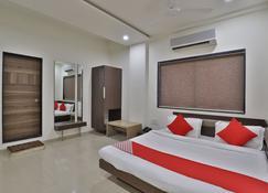 OYO 41737 Hotel Atithi - Porbandar - Bedroom
