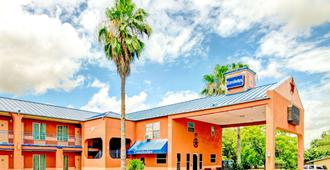 Travelodge by Wyndham San Antonio Lackland A F B - San Antonio - Rakennus