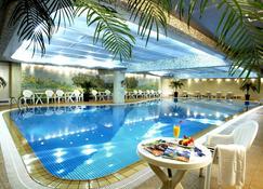 Regal Shanghai East Asia Hotel - Shanghai - Pool