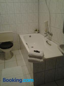 Hotel Dupuis - Valkenburg - Bathroom