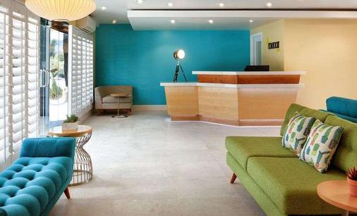Movie Colony Hotel - Palm Springs - Front desk