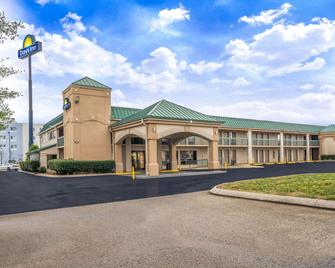 Days Inn by Wyndham Clarksville North - Clarksville - Building
