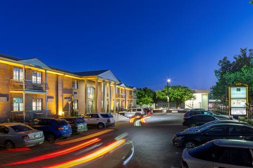 Adelaide Inn - Adelaide - Building