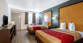 Econo Lodge Airport at RJ Stadium - Tampa - Bedroom