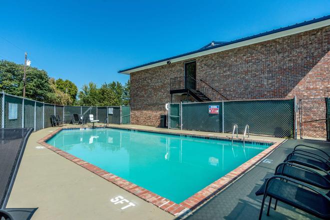Motel 6 East Ridge Tn - Chattanooga - Bể bơi