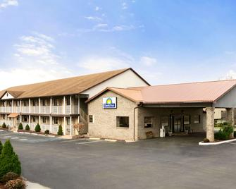 Days Inn by Wyndham Huntington - Huntington - Building