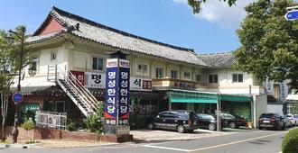 Gyeongju Myungsung Youth Town - Gyeongju - Building