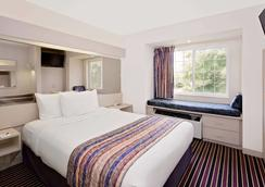 Microtel Inn & Suites by Wyndham Madison East - Madison - Phòng ngủ
