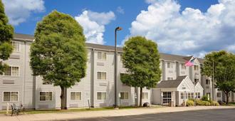 Microtel Inn & Suites by Wyndham Madison East - Madison - Edificio