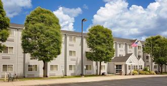 Microtel Inn & Suites by Wyndham Madison East - Madison