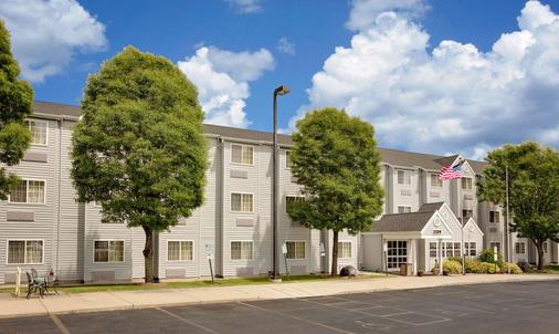 Microtel Inn & Suites by Wyndham Madison East - Madison - Toà nhà